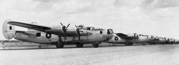 Бомбардировщики Б-24 Liberator на аэродроме Фентон. Март 1945 г.