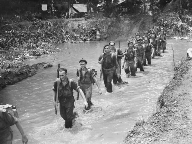 Патруль вдоль реки Мосигетта на Бугенвиле. Март 1945 г.