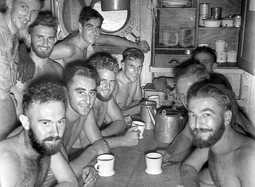 Утренний чай на корвете «Platypus». Май 1945 г.