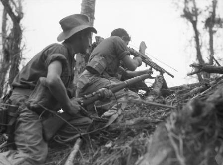 Австралийское пулемётное подразделение в бою Аитапе-Вевакской кампании. Июнь 1945 г.