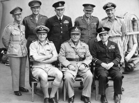 Австралийские делегаты на церемонии капитуляции Японии на борту USS Missouri. Токийский залив. 2 сентября 1945 года.