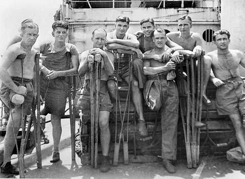 Австралийские военнопленные прибывают в Дарвин из японских лагерей. Сентябрь 1945 г.