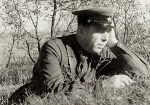 Начальник танкового училища Иван Сусайков.