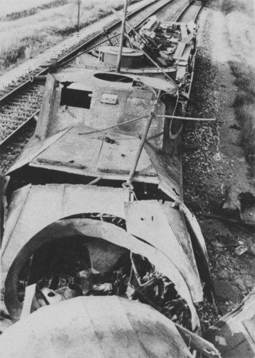 Мотоброневагон Д-2 бронепоезда НКВД разбитый под Брянском. 27 июня 1941 г.