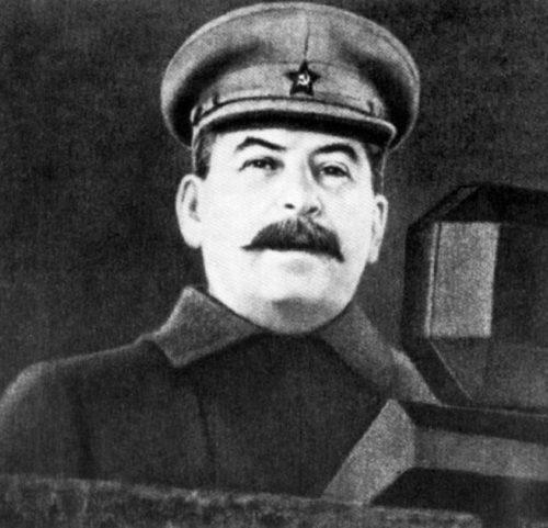 Сталин на трибуне Мавзолея. 7 ноября 1941 г.