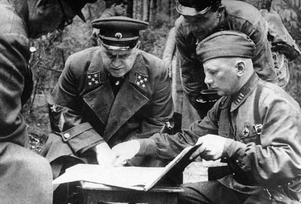Жуков во время Ельнинской операции.