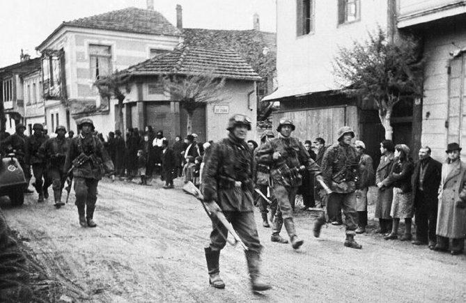 Немецкие войска занимают Гомель.