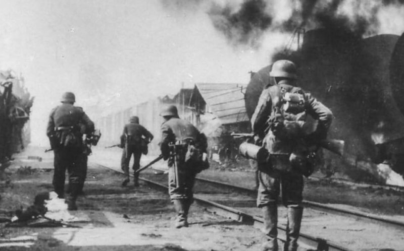Немецкие войска входят в Таллин.