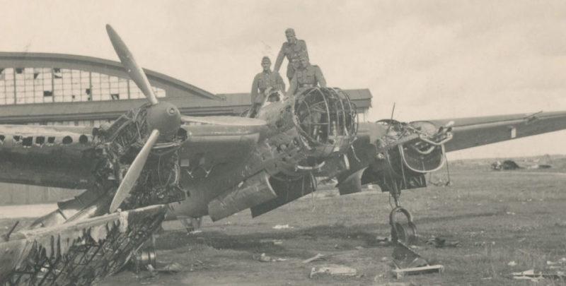Захваченный немецкими войсками Луполовский аэродром.