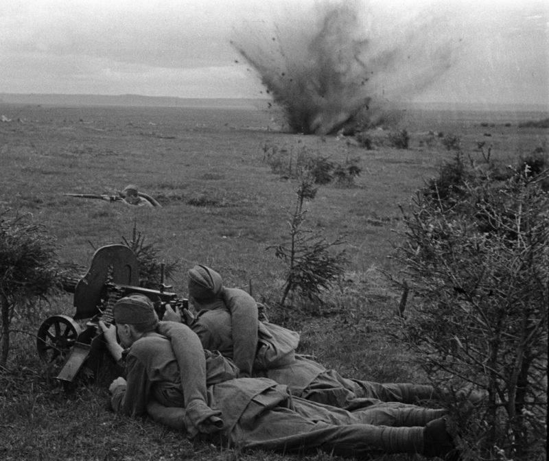 Воины советской 20-й армии ведут бой западнее Дорогобужа.