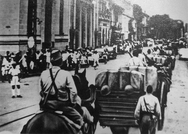 Японские войска входят в Сайгон.