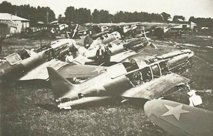 Захваченный немцами советский аэродром в Мелитополе.