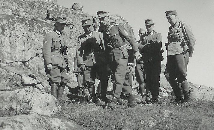 Генерал горных войск Эдуард Дитль во время наступления.