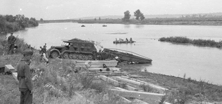 Наведение переправы румынскими войсками через Прут. 1 июля 1941 г.