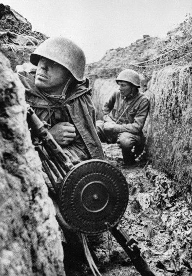 Советские воины на «Невском пятачке». Сентябрь 1941 г.