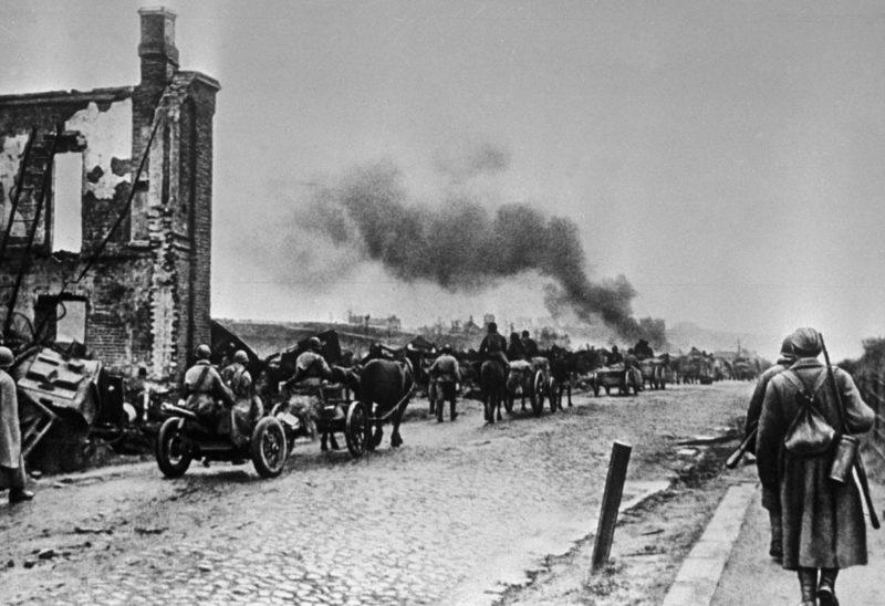 Красная Армия входит в Ельню. 6 сентября 1941 г.