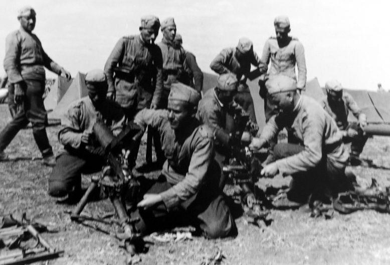 Болгарский полевой лагерь на бывшей территории Румынии - Южной Добруджи. Сентябрь 1940 г.