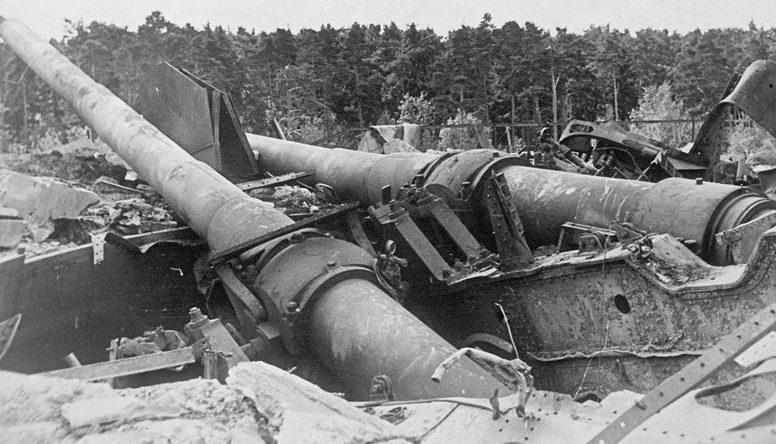 Разбитая береговая батарея у Таллина.