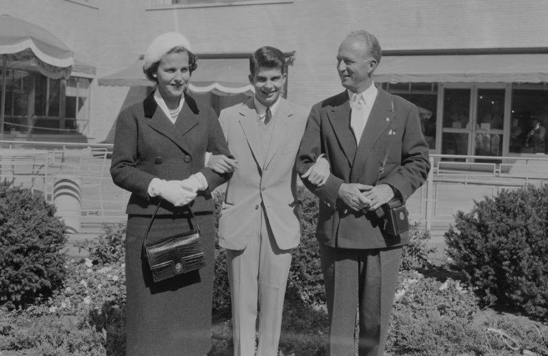 Лилиан – вторая жена, сын Александр и Леопольд III. Сентябрь 1957 г.