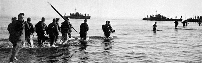 Эвакуация уцелевших защитников островов.