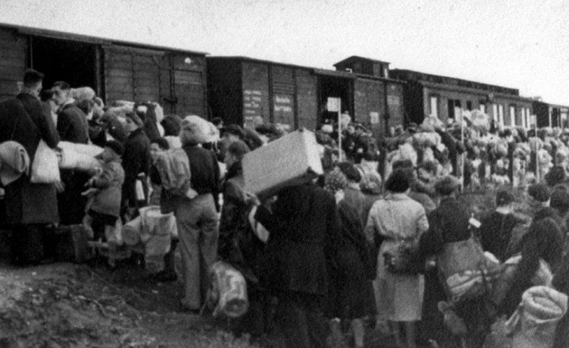 Погрузка немцев в вагоны. 1941 г.