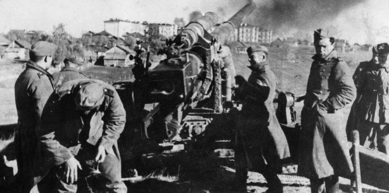 Немцы ведут огонь по городу. 12 октября 1941 г.