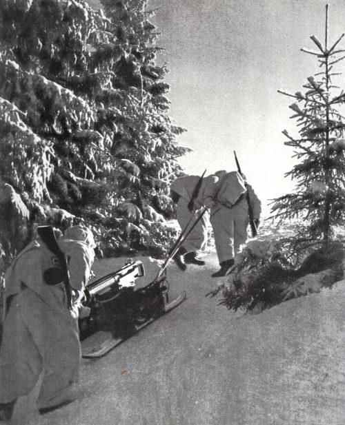 Пулеметный расчет у города.1941 г.