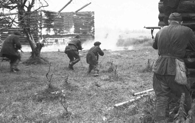 Партизаны в бою.