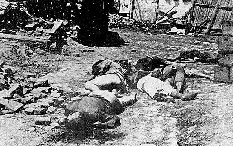 Еврейские депортированные убитые за пределами Бризулы.