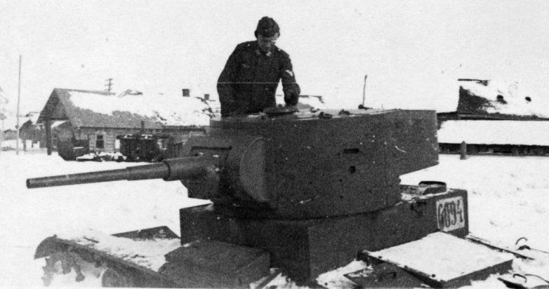 Подбитый танк Т-26 в Гомеле. 1941 г.