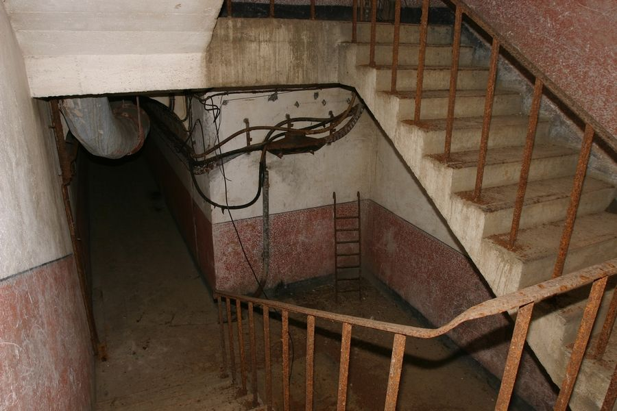 Лестница в подземную галерею.