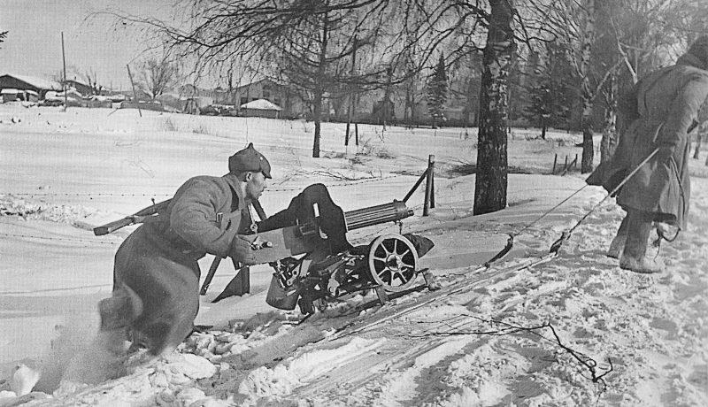 Пулеметчики меняют позицию под Выборгом. Март 1940 г.