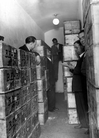 Инвентаризация ящиков с золотом в Картахене.