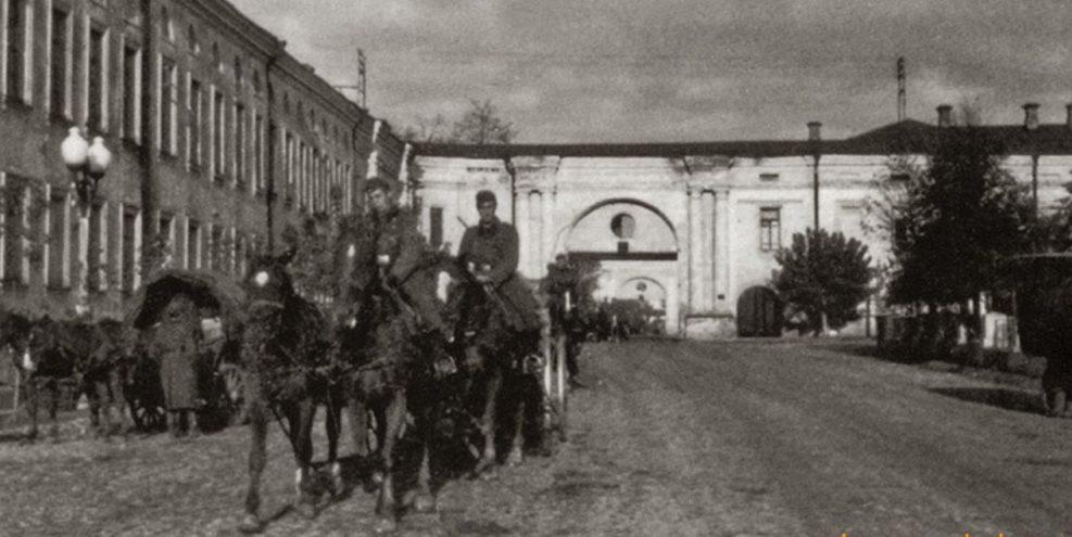Немецкие войска входят в город. 12 октября 1941 г.