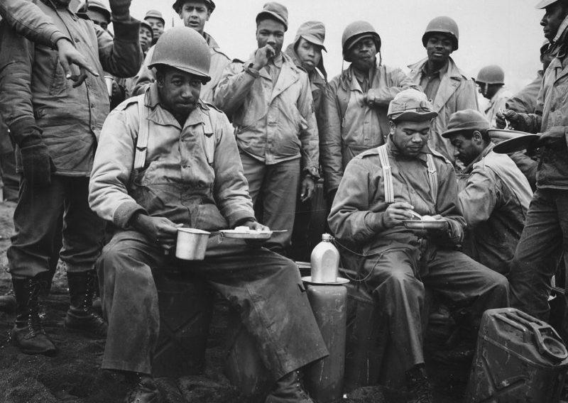 Американские пехотинцы на привале.
