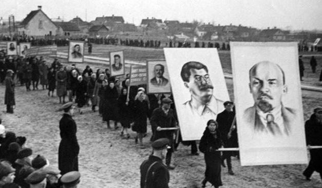 Демонстрация трудящихся. 7 ноября 1940 г.