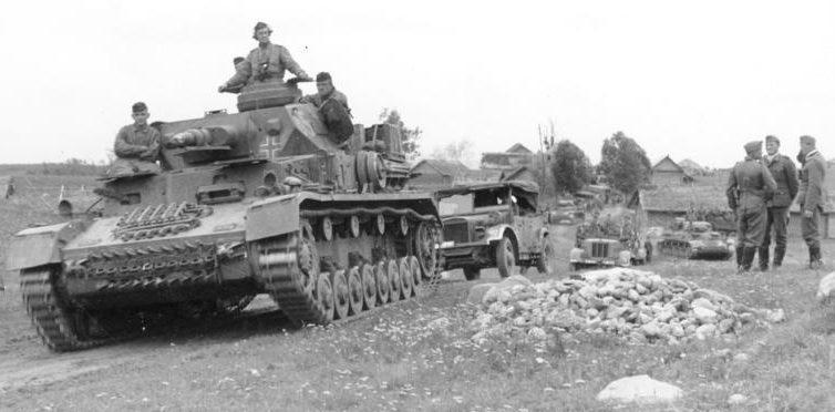 Немецкие танки под Витебском. Июль 1941 г.