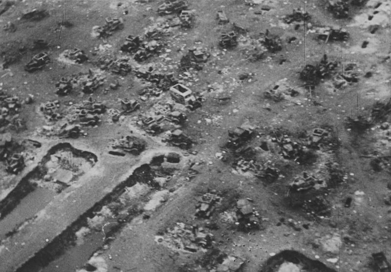 Разбитые советские автомобили под Брянском. Октябрь 1941 г.