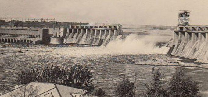 Взорванная плотина ДнепроГЭС. Октябрь 1941 г.