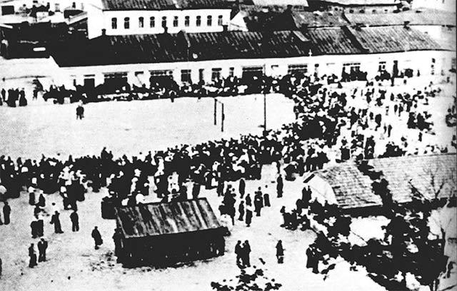 Во время регистрации еврейского населения. Июль 1941 г.