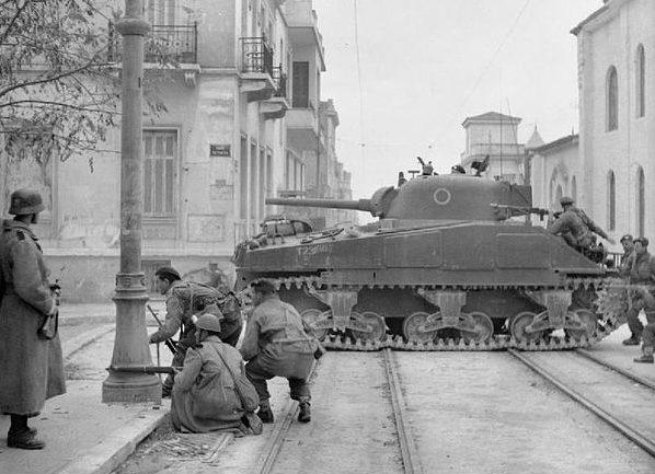 Британские танки в Афинах. Декабрь 1944 г.