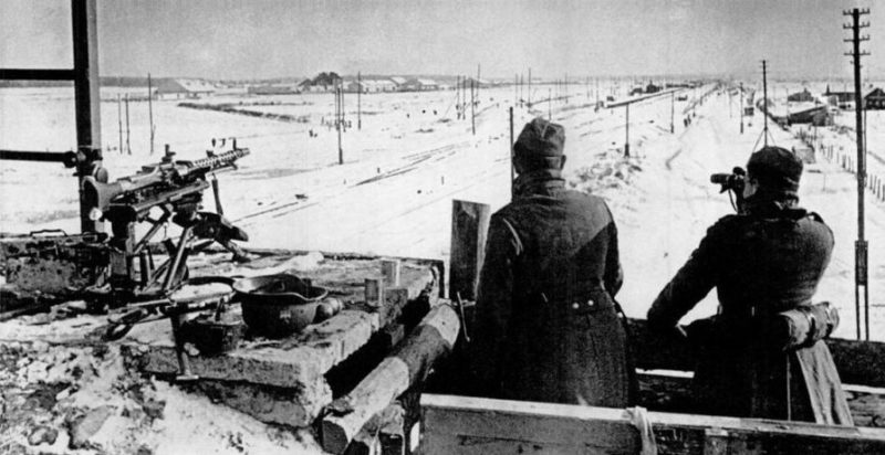 Немецкое боевое охранение рядом с дорогой около Калинина. Ноябрь 1941 г.