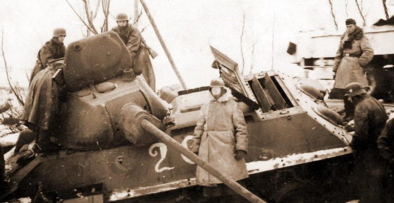 Подбитый Т-34 у Калинина. Ноябрь 1941 г.