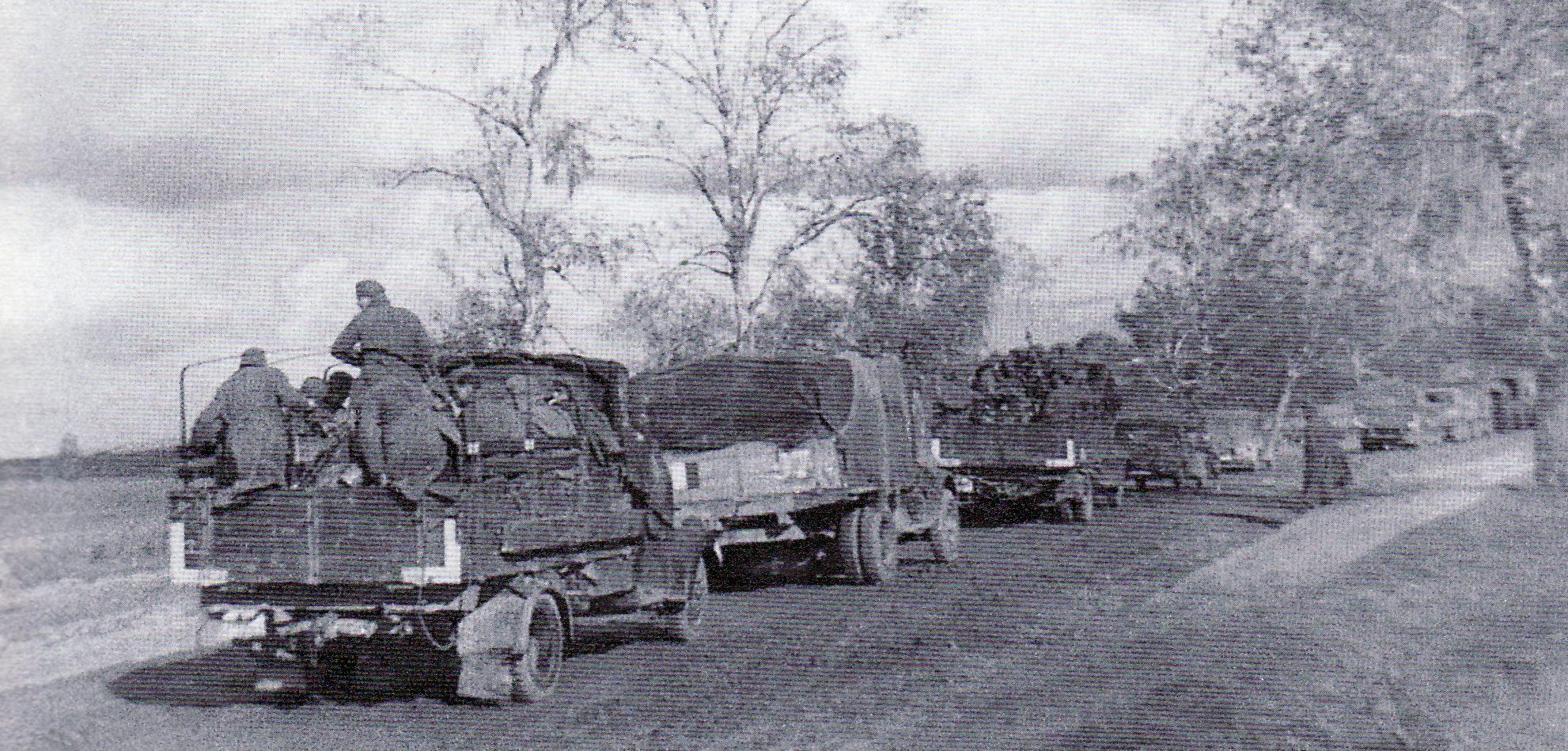 Колонна немецких машин у Вязьмы. Октябрь 1941 г.