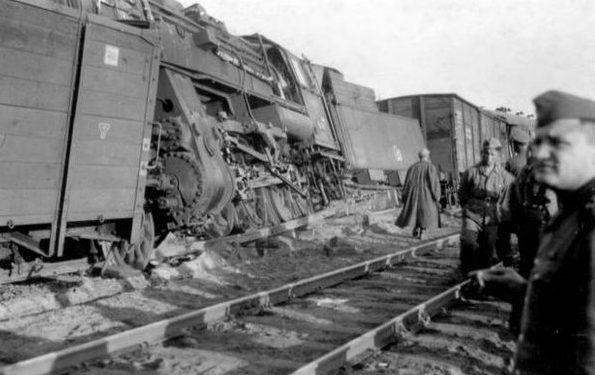 Взорванный эшелон в Гомеле. 1943 г.