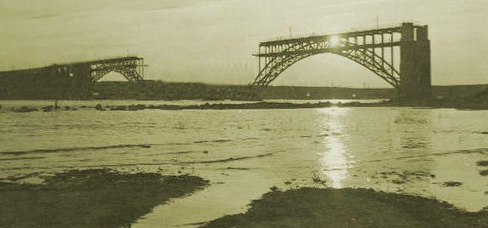 Взорванный мост Стрелецкого. Сентябрь 1941 г.