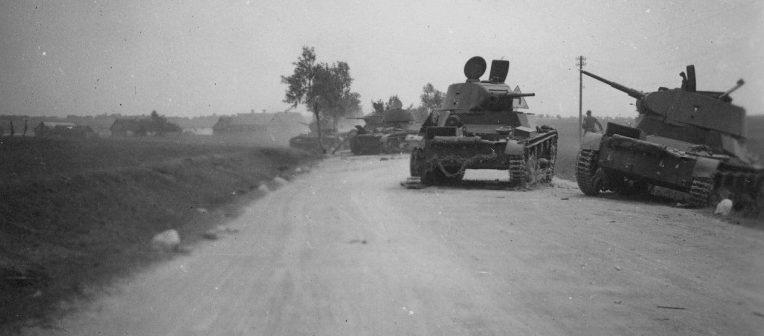 Брошенные советские танки под Гродно. Июнь 1941 г.