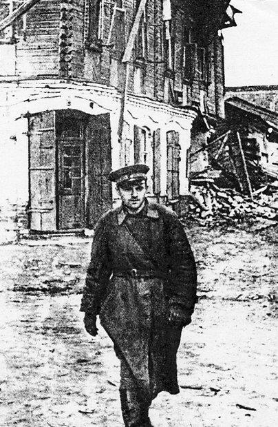 Фронтовой корреспондент Евгений Воробьев в Ельне. 6 сентября 1941 г.