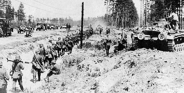 Немецкие войска двигаются на Вязьму. Октябрь 1941 г.