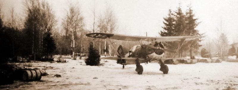 Штурмовик-биплан Hs 123 учебно-боевой эскадры LG 2 на калининском аэродроме. Ноябрь 1941 г.